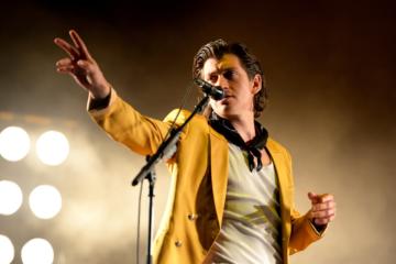 Alex Turner: «Non riesco a smettere di ascoltare Celentano»