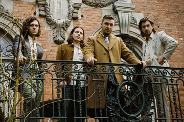 """Tranquility Base Hotel & Casino"", il valzer rock degli Arctic Monkeys"
