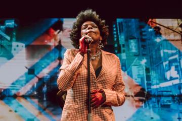 A lezione di R&B con Macy Gray