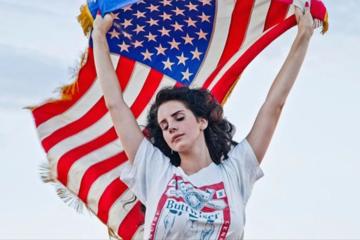 La risposta di Lana Del Rey alle sparatorie negli USA è un capolavoro