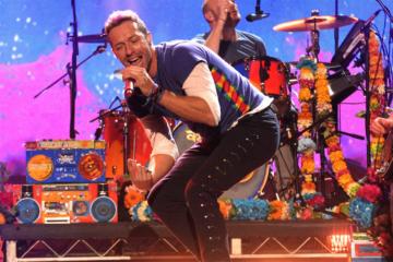 "Chris Martin ha cantato ""Life On Mars"" in live streaming"
