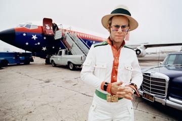 C'è una mostra virtuale su Elton John che vale la pena di essere vista