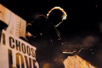 """Roger Waters ha inciso una nuova versione di """"Two Suns in the Sunset"""""""