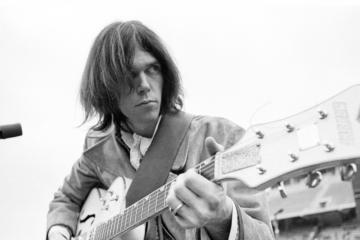 """""""Homegrown"""" è un viaggio dentro il giovane Neil Young"""