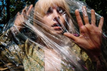 "Ascolta ""Fake Plastic Trees"" cantata da Hayley Williams"