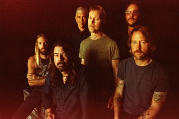 Ascolta i Foo Fighters ripercorrere i 25 anni di carriera