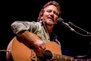 Nessuno meglio di Eddie Vedder sa coverizzare i grandi classici