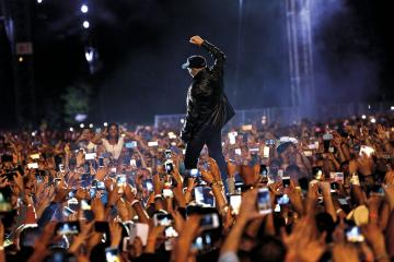 Vasco Rossi, nel 2022 un concerto per 100mila persone a Trento